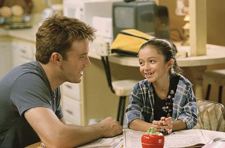 Jersey Girl Ollie Trinke (Ben Affleck) and daughter Gertie Trinke (Raquel Castro)