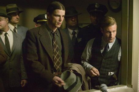 The Black Dahlia Ofcr. Dwight 'Bucky' Bleichert (Josh Hartnett) and Sgt. Leland 'Lee' Blanchard (Aaron Eckhart) in Universal Pictures'  - 2006