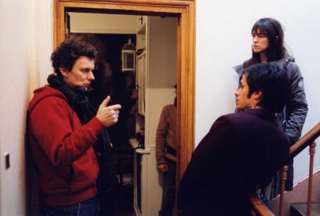 Charlotte Gainsbourg Director Michel Gondry with  (Stephanie) and Gael García Bernal (Stephane) on the set of The Science of Sleep,a Warner Independent Pictures release.