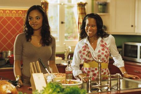 Regina King Sharon Leal(l) and (r) star in Screen Gems' THIS CHRISTMAS. Photo credit: Suzanne Tenner. ©2007 Screen Gems, Inc. All rights reserved.