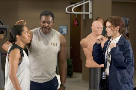 "Regina King L-r: REGINA KING, ERNIE HUDSON and SANDRA BULLOCK in Castle Rock Entertainment's and Village Roadshow Pictures' comedy ""Miss Congeniality 2: Armed and Fabulous,"" distributed by Warner Bros. Pictures. Photo by Frank Masi, SMPSP"