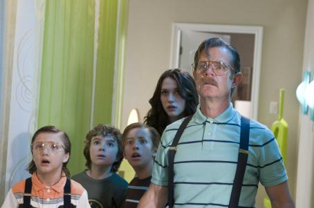 Trevor Gagnon (L-r) JAKE SHORT as Nose Noseworthy, TREVOR GAGNON as Loogie, JIMMY BENNETT as Toe Thompson, KAT DENNINGS as Stacey Thompson and WILLIAM H. MACY as Dr. Noseworthy in Warner Bros. Pictures' family action adventure comedy 'Shorts.' Photo by Van