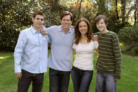 "Death Sentence Stuart Lafferty (""Brendan Hume""), Kevin Bacon (""Nick Hume""), Kelly Preston (""Helen Hume""), Jordan Garrett (""Lucas Hume"" – plaid shirt) in  - 2007"