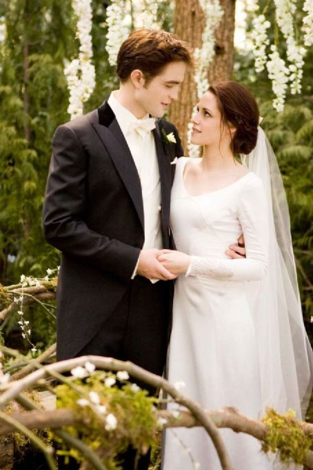 Carolina Herrera Robert Pattinson & Kristen Stewart 'Edward & Bella' Wedding Stills +