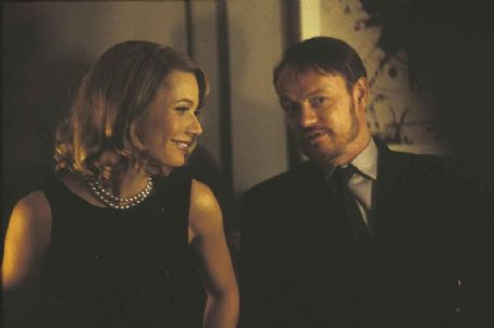 Sylvia Gwyneth Paltrow and Jared Harris in  - 2003