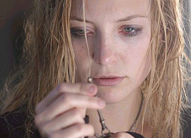 Caroline Ellis  (Kate Hudson) examines her mysterious key.