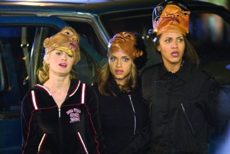 "Nicole Ari Parker (left to right) Brooke D'Orsay as ""Brooke"", Leila Arcieri as ""Kim"" and Nicole Parker as ""Angela"" in New Line Cinema's upcoming film, King's Ransom. ©2004 Takashi Seida/New Line Productions"