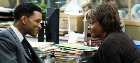 Judyann Elder Ben (Will Smith) and Holly () in the scene of SEVEN POUNDS.