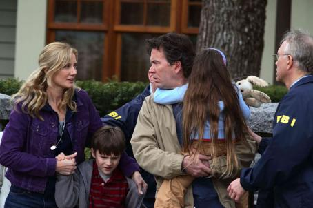 "The Last Mimzy (left to right) Joely Richardson stars as ""Jo Wilder"", Chris O'Neil stars as ""Noah Wilder"", Timothy Hutton stars as ""David Wilder"" and  Rhiannon Leigh Wrynstars as ""Emma Wilder"" in New Line Cinema&#821"