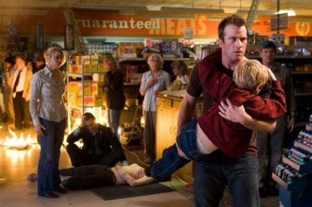 Laurie Holden  as Amanda Dumfries, Thomas Jane as David Drayton and Nathan Gamble as Billy in The Mist