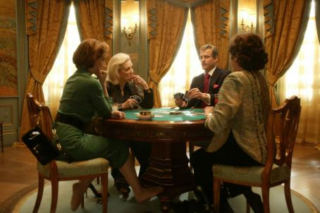 Lily Tomlin Kristin Scott Thomas as Lynn Lockner, Lauren Bacall as Natalie, Woody Harrelson as Carter and  as Abigail playing cards in The Walker.