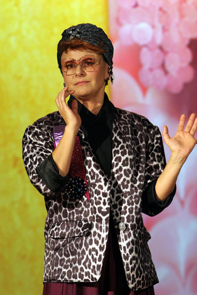 Tracey Ullman  plays herself in Linda Mendoza's comedy : Live and Exposed - 2005