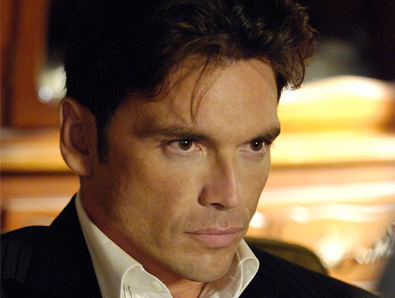 Jason Gedrick  star as Frank Russo in Wisegal.