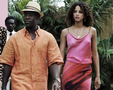 Don Cheadle  as Moore with his girl Noemie Lenoir in New Line Cinema's upcoming film After The Sunset. © 2004 Glen Wilson/New Line