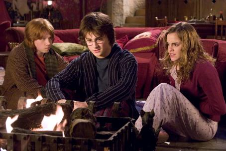 "Harry Potter (L-r) RUPERT GRINT as Ron Weasley, DANIEL RADCLIFFE as  and EMMA WATSON as Hermione Granger in Warner Bros. Pictures' fantasy  "" and the Goblet of Fire."" Photo by Murray Close"