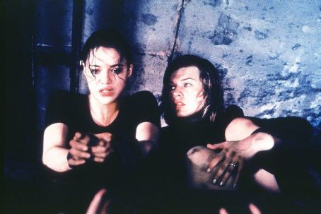 Michelle Rodriguez And Milla Jovovich In Screen Gems Resident