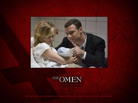 Julia Stiles as Katherine Thorn and Liev Schreiber as Robert Thorn in 20th Century Fox movie, The Omen - 2006