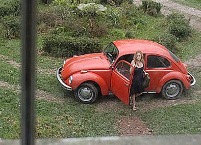 Caroline Ellis  (Kate Hudson) arrives at the Devereaux House in the outskirts of New Orleans.
