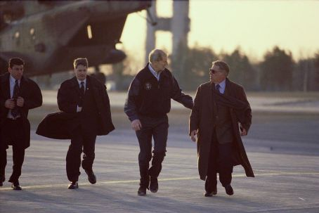 James Cromwell (Center)  as President Fowler and (right) Bruce McGill as National Security Advisor Revell in Paramount's The Sum of All Fears - 2002
