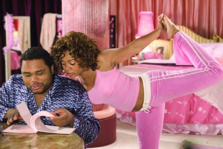 "Anthony Anderson (left to right)  as ""Malcolm"" and Regina Hall as ""Peaches"" in New Line Cinema's upcoming film, King's Ransom. ©2004 Takashi Seida/New Line Productions"