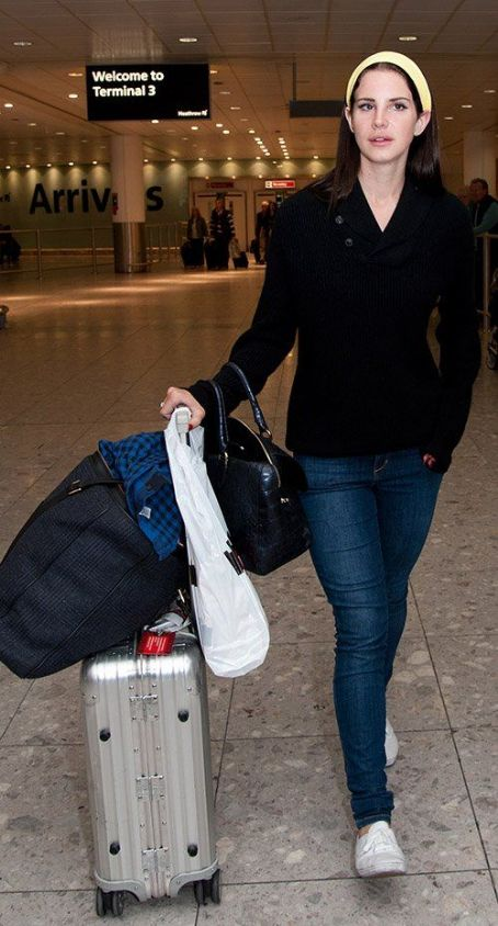 Lana Del Rey: at Heathrow International Airport in London