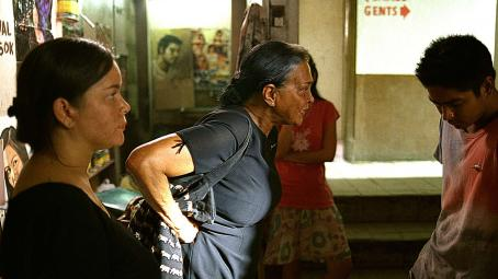 Gina Pareño Jacklyn Jose as Nayda,  as Nanay and Coco Martin as Alan in SERBIS.