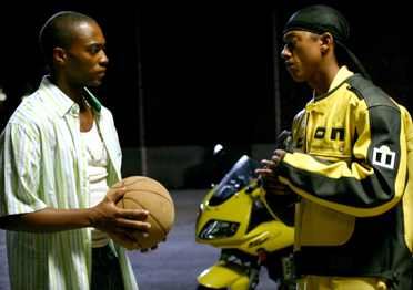 Anthony Mackie Tech () and Noah Cruise (Wesley Jonathan) in Sport movie Crossover 2006, from Sony Pictures Releasing