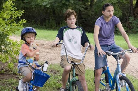 "Hallie Kate Eisenberg (left to right) Ty Panitz stars as ""Woody,"" Luke Benward stars as ""Billy"" and  stars as ""Erika"" in New Line Cinema's upcoming family release, How To Eat Fried Worms. Photo Credit: 2006"