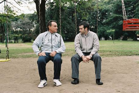 Family Law Arturo Goetz and Daniel Hendler in Daniel Burman comedy drama  - 2006