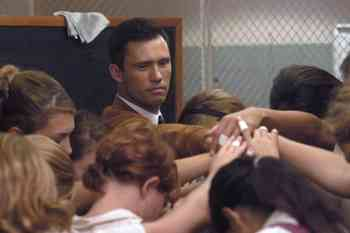 Jeffrey Donovan JEFFREY DONOVAN (Clay Driscoll) and the Lady Cyclones at practice in Believe In Me. Credit by Richard Foreman. © Believe Productions, LLC 2007