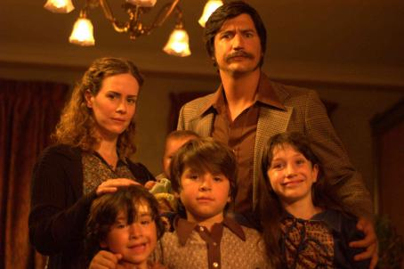 Ken Marino Sarah Paulson, , Caroline Hunter Wallis, Jonny Pickett, Alex Pickett and Andrew Cherry in DIGGERS, a Magnolia Pictures Release. Photo courtesy of Magnolia Pictures.