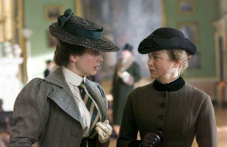 Emily Watson  and Renée Zellweger star in Chris Noonan's MISS POTTER. Photo by:   ©The Weinstein Company, 2006/Alex Bailey