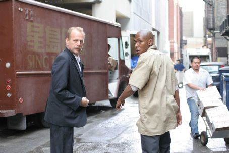"Mos Def Bruce Willis as Jack Mosley and  as Eddie Bunker star in Alcon Entertainment and Millennium Films' action thriller ""16 Blocks,"" also starring David Morse and distributed by Warner Bros. Pictures. Photo by Ava Gerlitz"