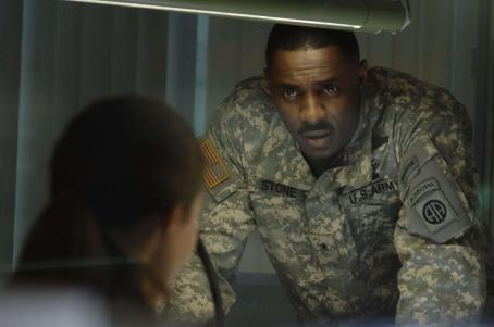28 Weeks Later General Stone (Idris Elba) discusses the virus with Scarlet (Rose Byrne).