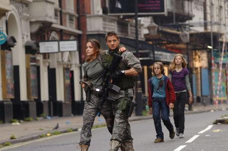28 Weeks Later The group walks through the abandoned streets of London. Left to right: Scarlet (Rose Byrne), Doyle (Jeremy Renner), Andy (Mackintosh Muggleton), and Tammy (Imogen Poots).