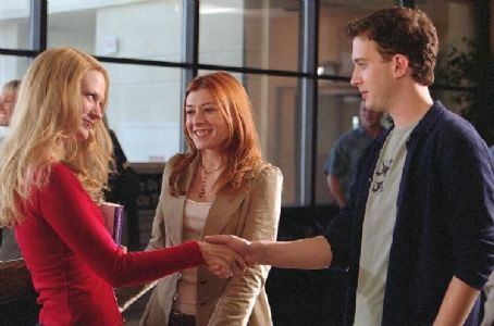 Eddie Kaye Thomas Michelle (Alyson Hannigan) introduces her sister, Cadence (January Jones) to an admiring Finch ()