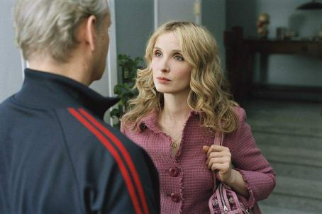 Bill Murray  (left) and Julie Delpy (right) star in Jim Jarmusch's BROKEN FLOWERS, a Focus Features release. Photo by David Lee.