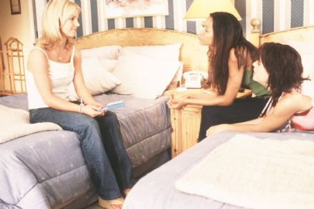 Taryn Manning Britney Spears as Lucy, Zoe Saldana as Kit and  as Mimi in Paramount's Crossroads - 2002