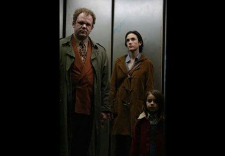 John C. Reilly  and Jennifer Connelly in horror movie Dark Water