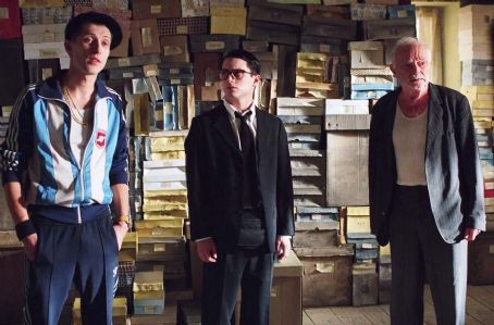 Eugene Hutz  is as Alex, Elijah Wood is Jonathan and Boris Leskin is Grandfather in director Liev Schreiber's EVERYTHING IS ILLUMINATED, a Warner Independent Pictures release. Photo credit: Neil Davidson. © 2005 Warner Bros. Entertainment Inc.