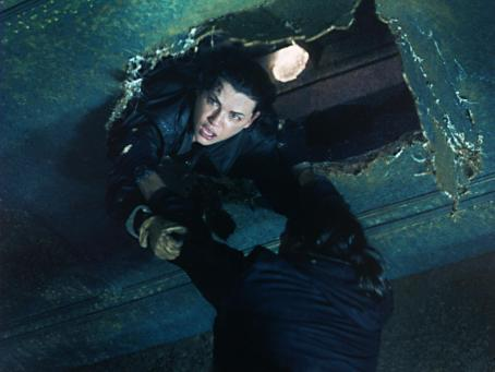 Ghost Ship Julianna Margulies and Isaiah Washington in Warner Brothers'  - 2002