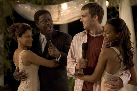 Judith Scott (l to r) , Bernie Mac, Ashton Kutcher and Zoë Saldaña star in Columbia Pictures/Regency Enterprises' new comedy Guess Who. Photo Credit: Claudette Barius, S.M.P.S.P.