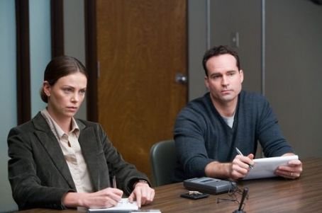 Det. Emily Sanders Sanders (Charlize Theron) and Lt. Kirklander (Jason Patric) in Warner Independent Pictures' In the Valley of Elah.