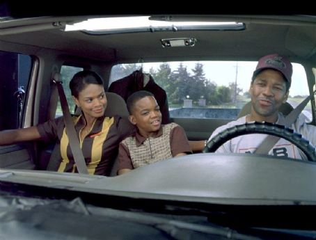 John Q Kimberly Elise (left), Daniel Smith (middle) and Denzel Washington in New Line's  - 2002