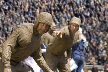 Leatherheads Bulldogs team captain Dodge Connolly (GEORGE CLOONEY) and war hero Carter Rutherford (JOHN KRASINSKI).