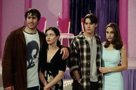 Left to right: Jason Lee (Brodie Bruce), Shannen Doherty (Rene Mosier), Jeremy London (T.S. Quint), and Claire Forlani (Brandi Svenning) in Gramercy Pictures' comedy Mallrats - 1995