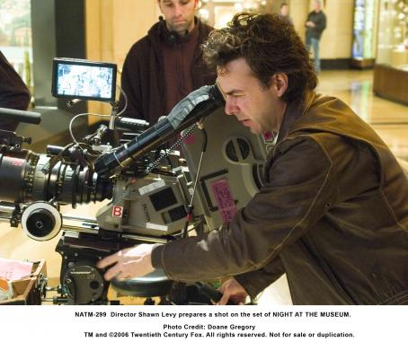 Night at the Museum Director Shawn Levy prepares a shot on the set of NIGHT AT THE MUSEUM. Photo credit: Doane Gregory