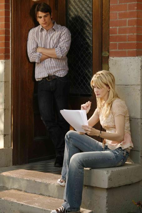 Kathryn Morris Erik (Josh Hartnett) with Joyce () in Resurrecting the Champ - 2007. ©2007 Yari Film Group Releasing.