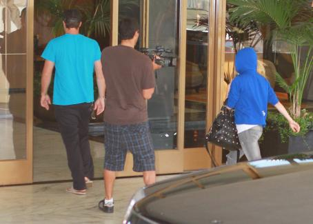 Brody Jenner and Avril Lavigne - Avril Lavigne - Arriving At Brody Jenner's Condo, 12.07.2010.