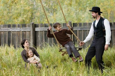 "Brooklynn Proulx (L-r) MARY-LOUISE PARKER as Zee James, BROOKLYNN PROULX as Mary James, DUSTIN BOLLINGER as Tim James and BRAD PITT as Jesse James in Warner Bros. Pictures' and Virtual Studios' drama ""The Assassination of Jesse James by the Coward Robert"